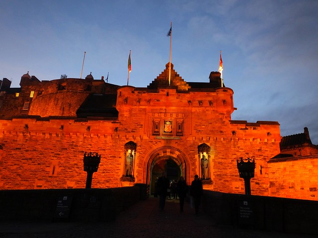 Edinburgh Castle at dusk 03
