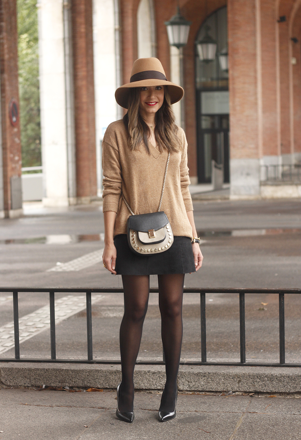 Brown Jumper Brown Hat Uterqüe Black heels Black skirt fall style outfit fashion03
