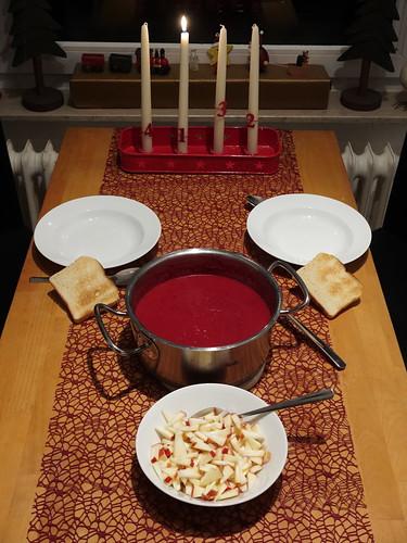 Rote Beete Suppe (mit Apfelstückchen)