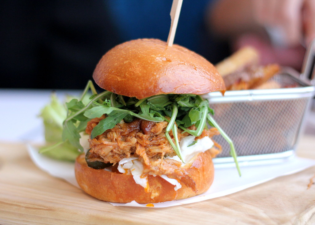 otto-deli-fresh-pulled-pork-burger