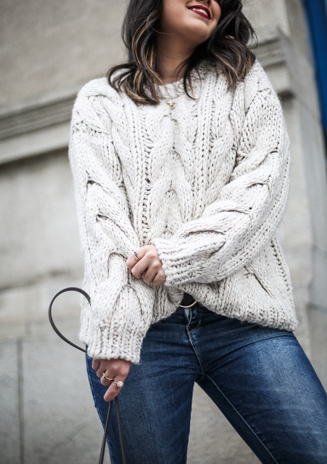 Ripped-jeans-La-Redoute-White_Knit-Snake_Effect_Booties-Acosta-Carmen-_Bag-Outfit-Street_Style11