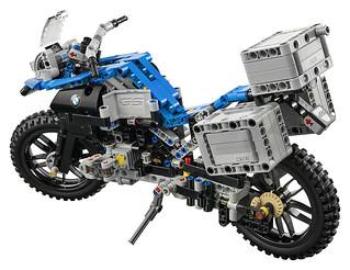 LEGO Technic 42063 BMW R 1200 R Adventure 06