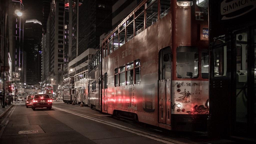 la nuit ... les tramways sortent ...  31142422916_5d1bfc2c53_b