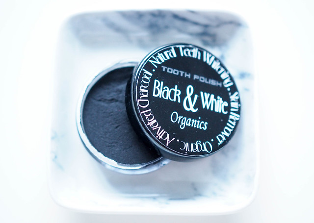 black and white teeth whitening, natural, luonnollinen, beauty, kauneus, kosmetiikka, cosmetic, hampaiden valkaisu, teeth whitening, valkaisujauhe, mustaväri, black powder teeth whitening, nhs, nordic health systems, aktiivihiili, activated carbon, poistaa tummentumat hampaista, valkoiset hampaat, white teeth, black colored powder, kauneudenhoito, beauty care, hampaiden hoito, teeth care, teeth whitening, tooth polish, black and white organics, natural teeth whitening,