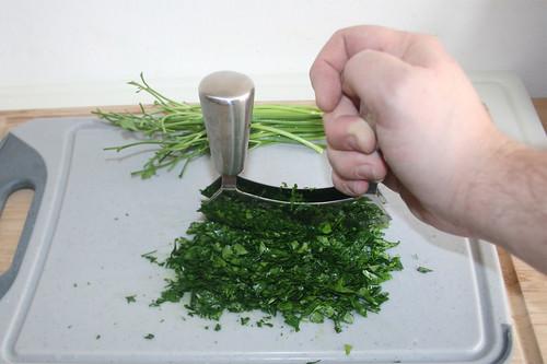 21 - Petersilie zerkleinern / Mince parsley