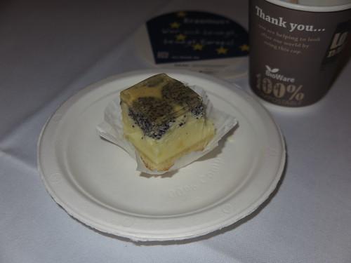 Kleines Schmand-Mohn-Kuchenstück (zum Kaffee bei einer Tagung in Berlin)