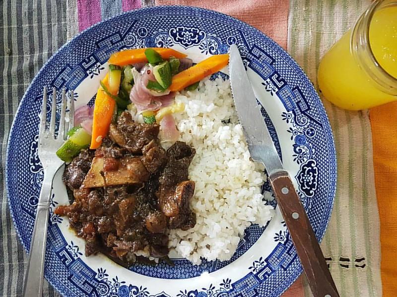 My plate #Kitchenbutterfly #Nigerianproduce #beef #shortribs #beefshortribs #meat #patterns #ribs #yaji #suyaspice #NewNigerianKitchen #Nigeriancuisine #Nigerianfood #naijafood #NewNigerianCuisine #Sundayrice