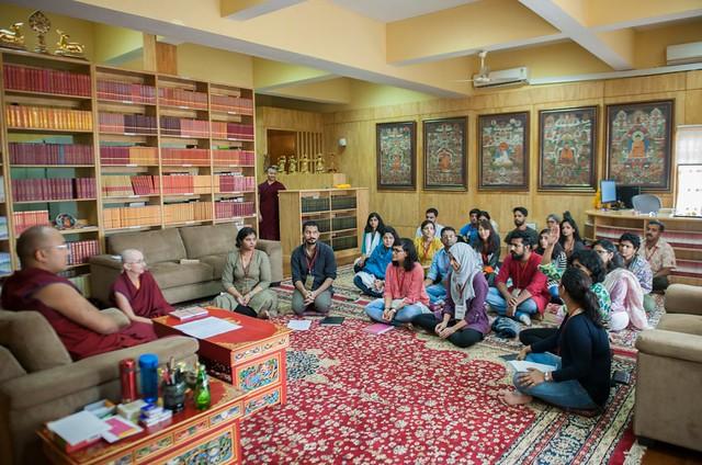 法王噶瑪巴與印度心理系大學生對談情緒議題