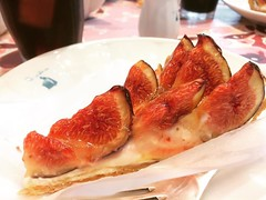 it was nice meeting @rainenut & her hubs! fig tartes & good conversation❤︎thanks for meeting up!  #quilfaitbon #grandfrontosaka #japan #fig #tarte #キルフェボン #グランドフロント大阪 #大阪 #無花果のタルト