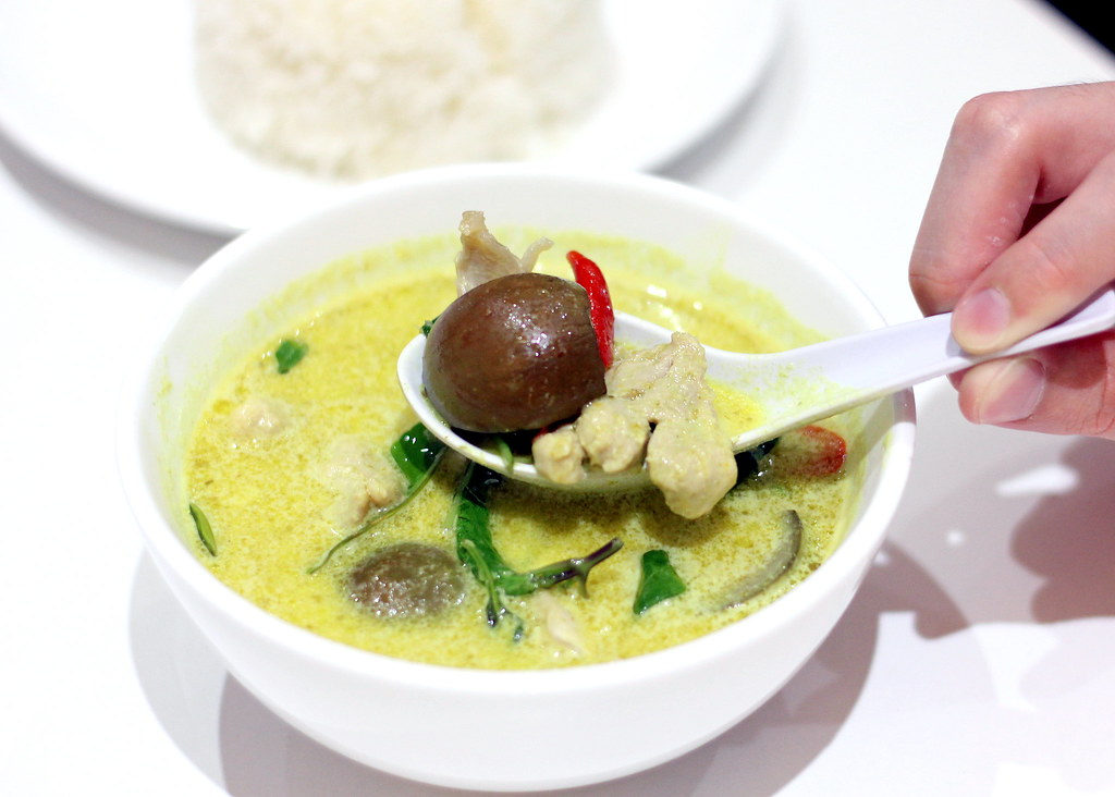 Relaxing Cafés in Punggol: Trunk At Bay Green Curry
