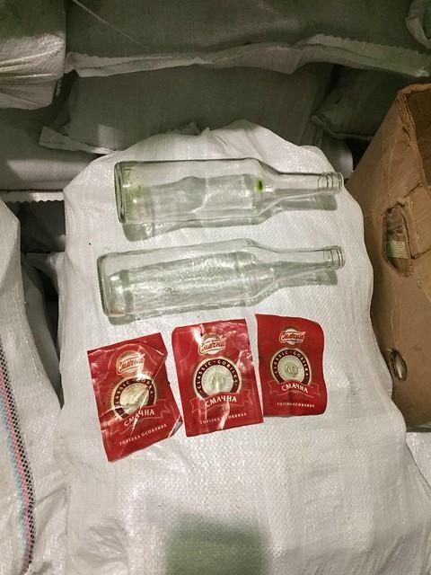 На Донеччині СБУ викрила мережу підпільних цехів з виготовлення сурогатного алкоголю