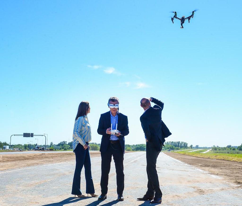 Macri con un drone
