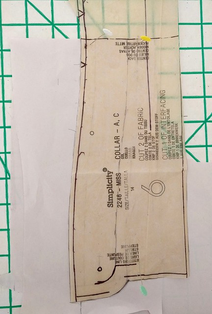 An image of the collar pattern piece of Simplicity 2246.