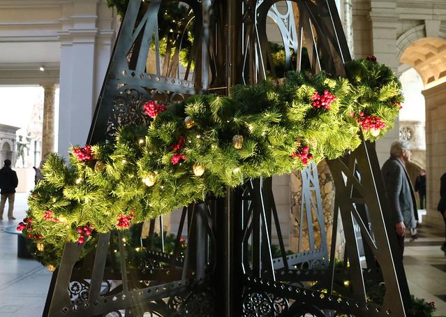 v and a christmas tree