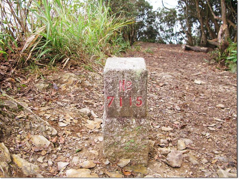 日湯真山三等三角點(# 7115 Elev. 1702 m) 1