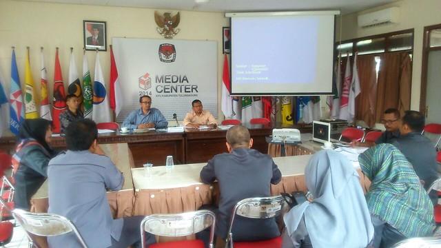 Suasana Rapat Pleno KPU Tulungagung (14/11)