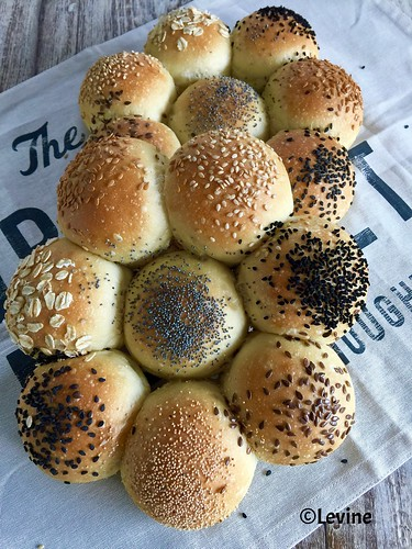 Witte broodjes met semolina