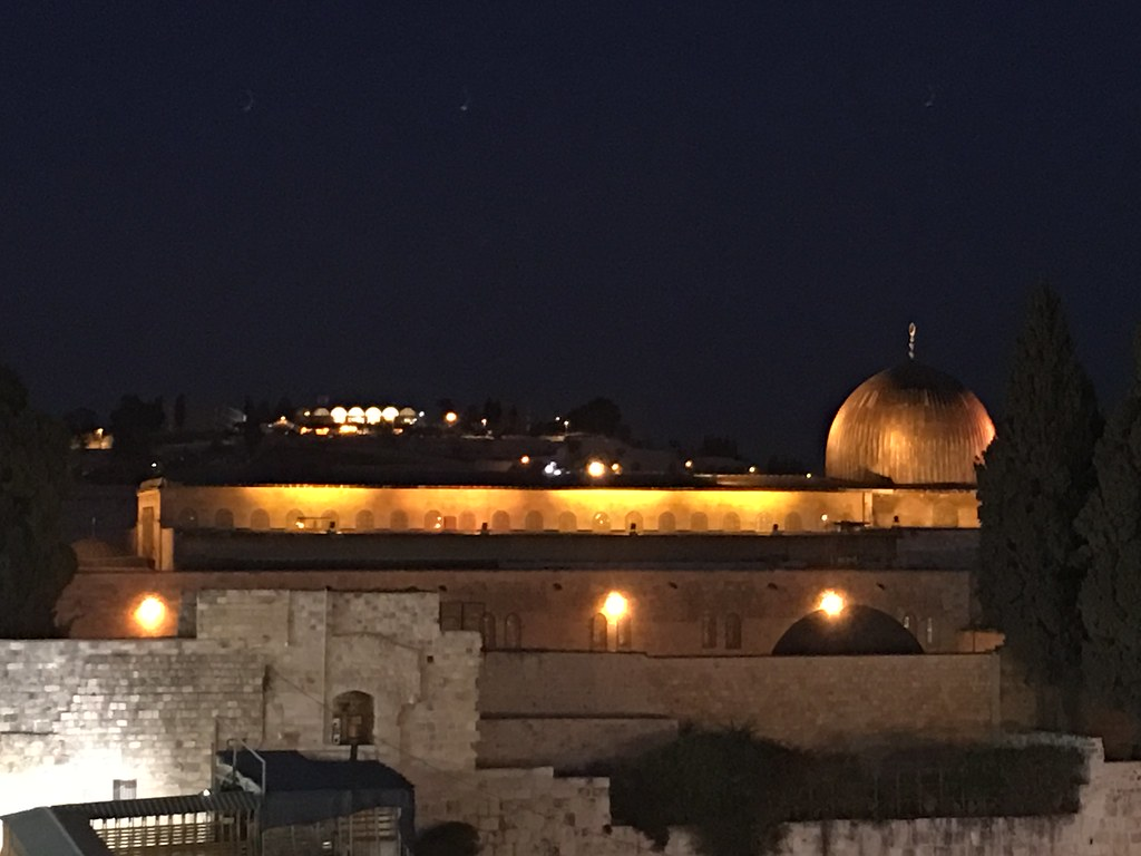 Al-Aqsa glowing in the night