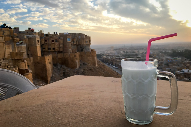 Special place for watching sunset of Jaisalmer Fort, India ジャイサルメール・フォートと夕焼けを見るための特等席