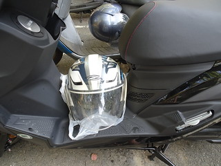 腳踏墊的空間可以輕鬆放下安全帽