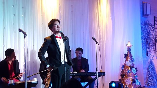 DavaoLife.com : Champ Burgos of Muzicskool | A Beautiful Blue & Silver Themed Christmas Tree Lights Up at SEDA Abreeza