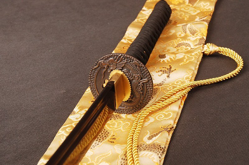 Japanese-samurai-sword-blue-blade-tsuba