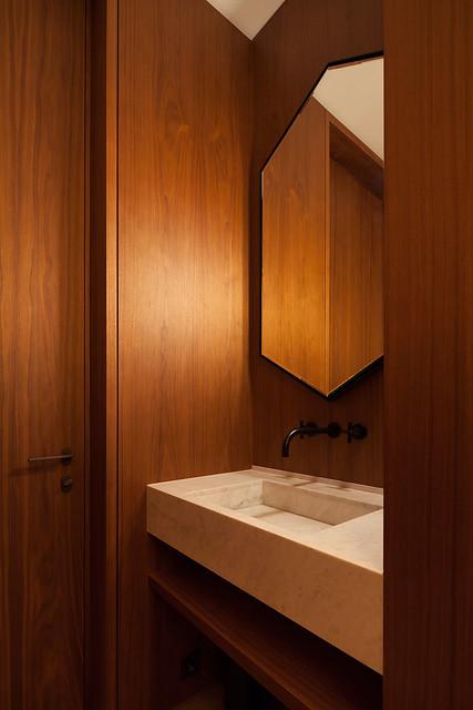 Restrained and luxury residence by Form Bureau Sundeno_08