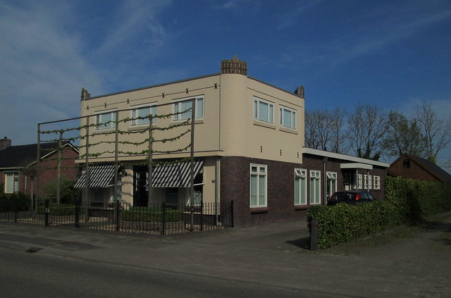Other View Art Deco House, Doezum
