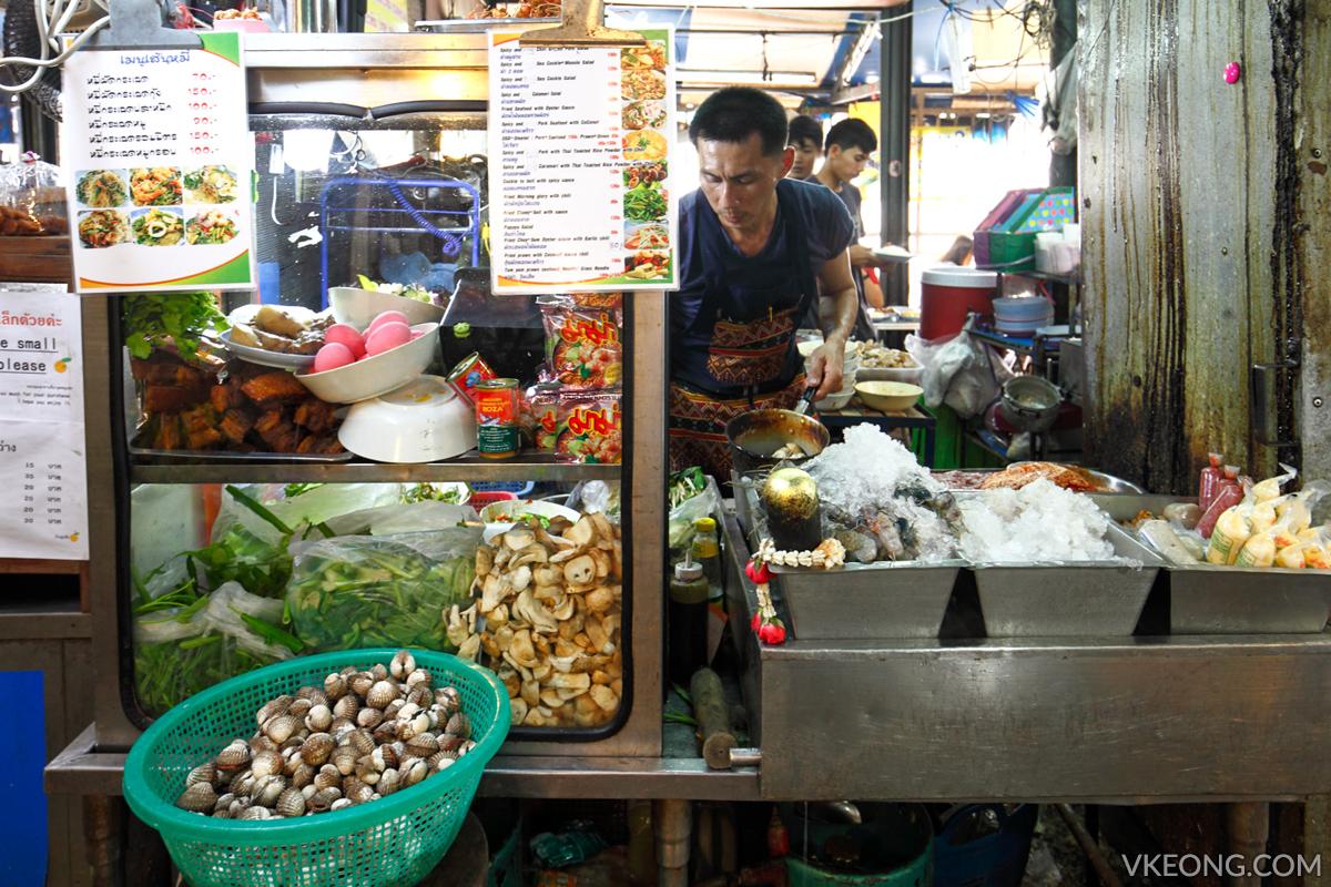 Raan Yaam Thai Food Stall Bangkok