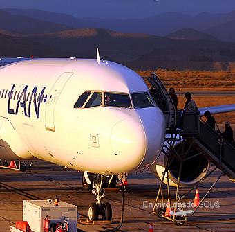 LAN A320 pasajeros embarcando en LSR (S.Díaz)