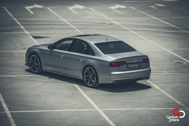 2016_Audi_S8_Plus_CarbonOctane_Dubai_6