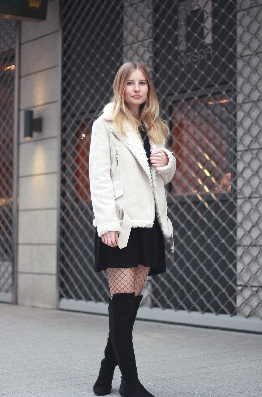 outfit Shearling Coat Overknee Boots Fishnet Tights