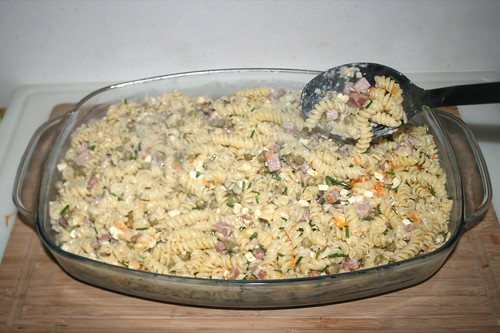 54 - Nudelmasse in Auflaufform füllen / Put noodle mix in casserole