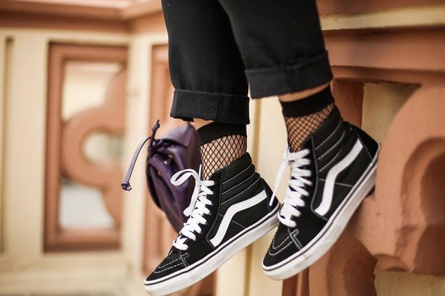 SS17-Street_Style-Outfits-Myblueberrynightsblog-Vans-fishnets-socks 7