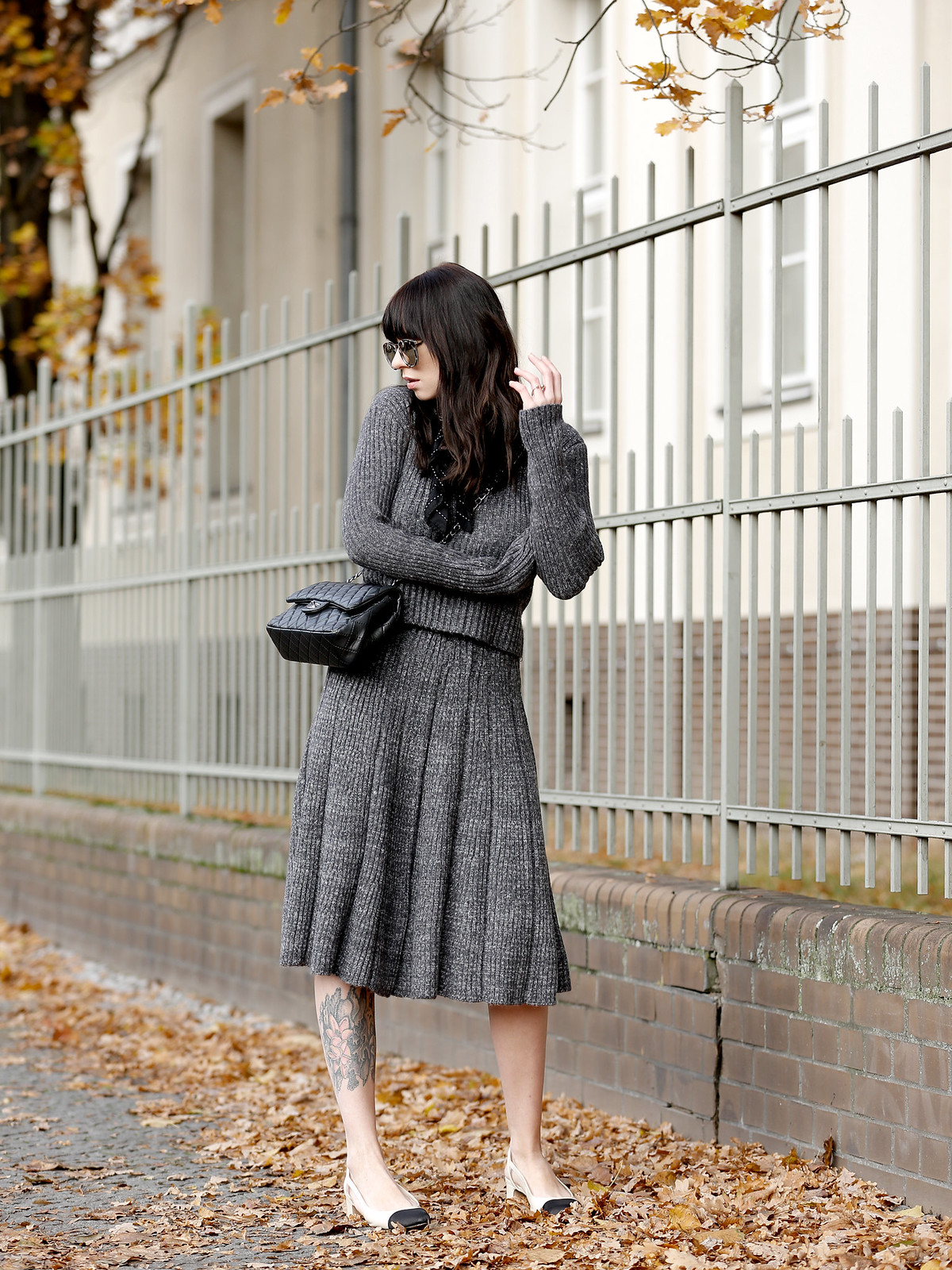 chicwish grey knit combo skirt chic 40s minimal soft winter autumn chanel 2.55 double flap bag slingback pumps sunglasses mirror fashionblogger germany berlin düsseldorf ricarda schernus modeblogger cats & dogs styleblog 6