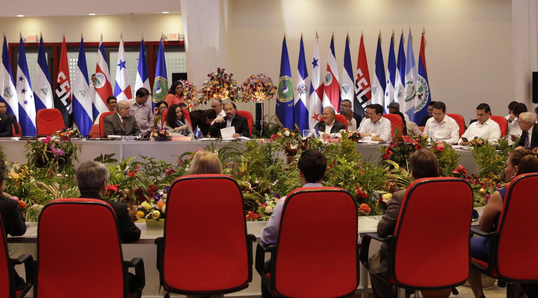 Presidente de El Salvador participa en Cumbre SICA-Nicaragua.
