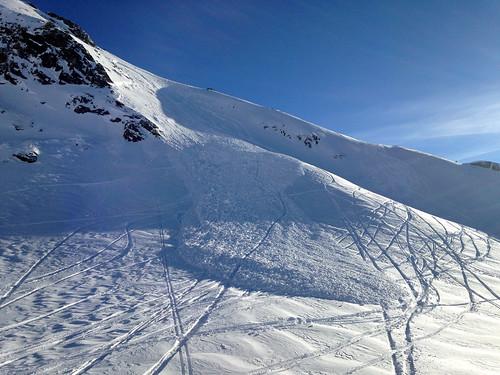 Petite plaque à vent déclenchée par un skieur
