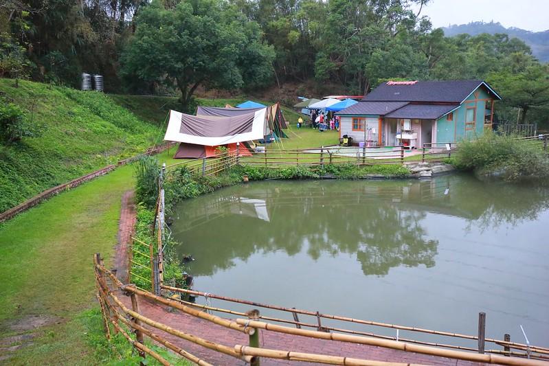 魚池和營地