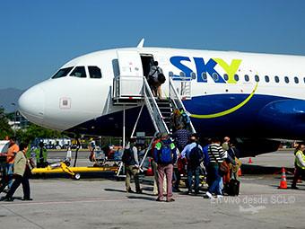 Sky Airline pasajeros embarcando (Felipe Muñoz)