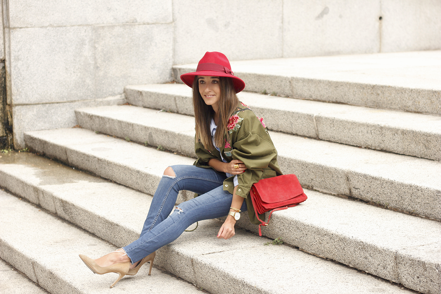 Green Parka Jeans nude heels red uterqüe hat style fashion02