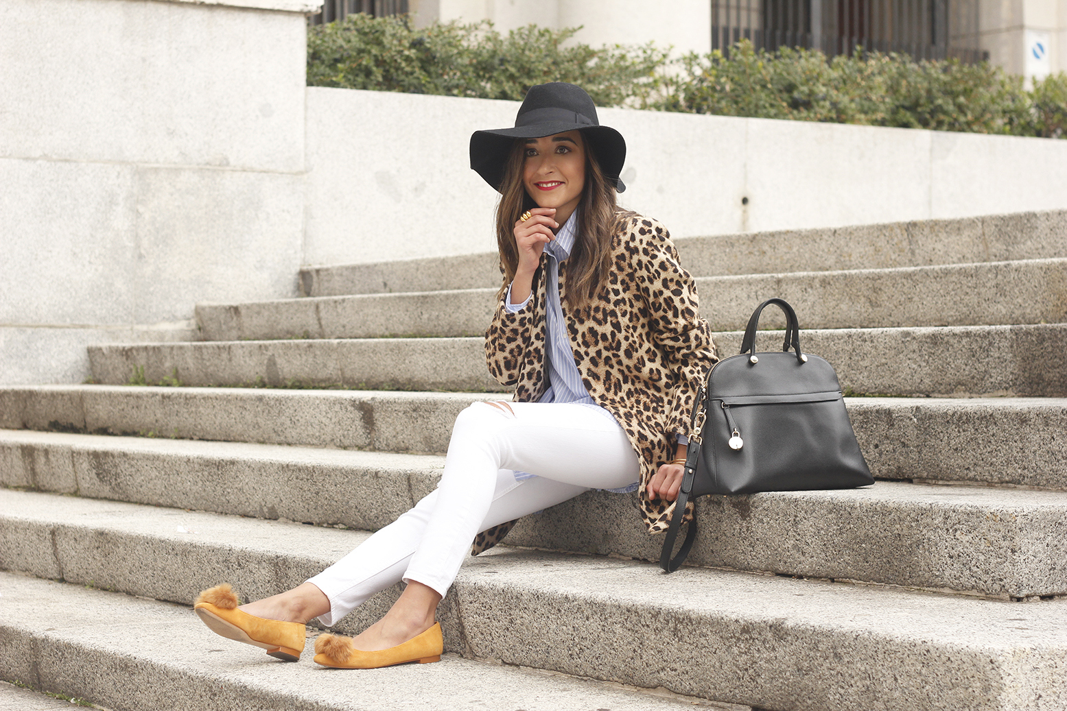 Leopard print coat white ripped jeans flats accesories black hat furla bag aristocrazy ring outfit style18