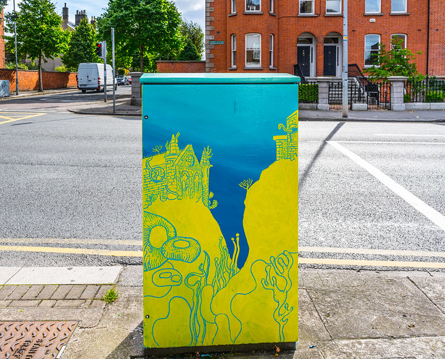 PAINT A BOX STREET ART ON THE SOUTH CIRCULAR RAOD [HEYTESBURY STREET JUNCTION] A-121499