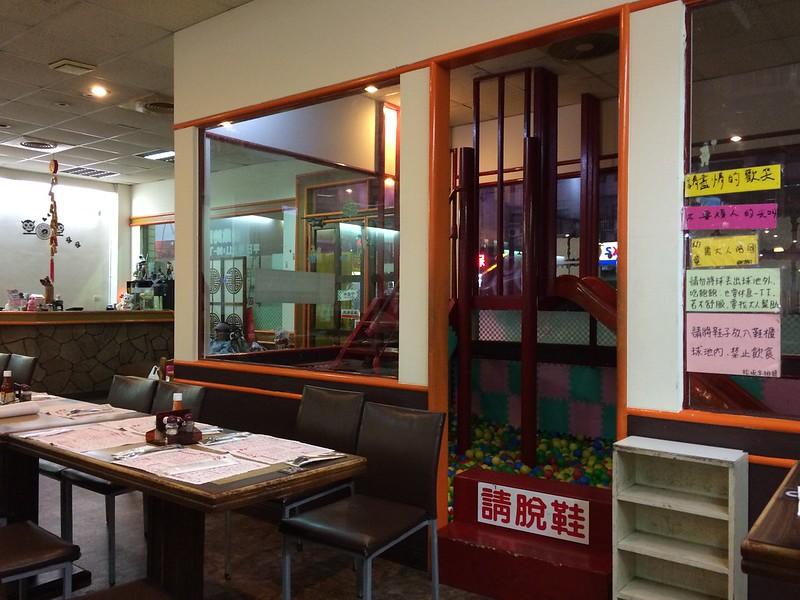 大口平價火鍋、牛排(太平店)遊戲區
