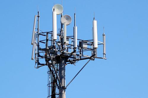 Рівняни під «прицілом» — антен мобільного зв'язку