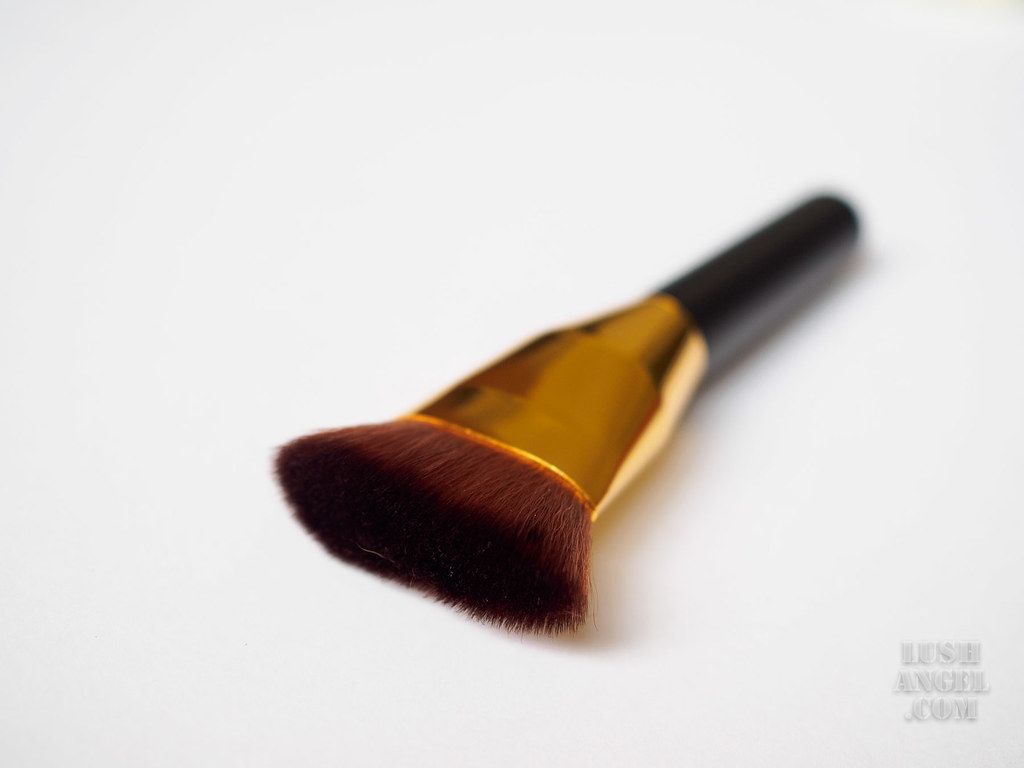 pro-studio-beauty-exclusives-face-brush