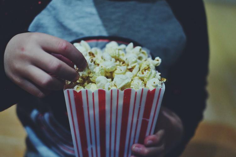 gilmore girls eating popcorn
