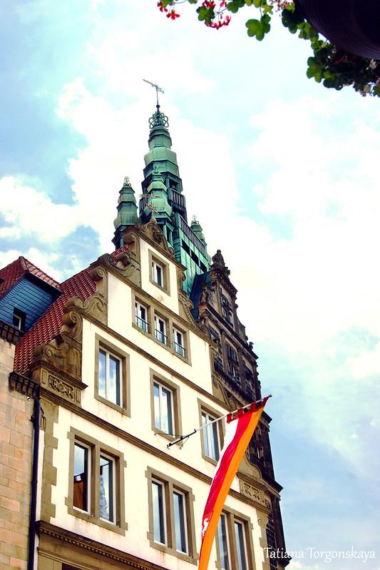 Вид в сторону башни