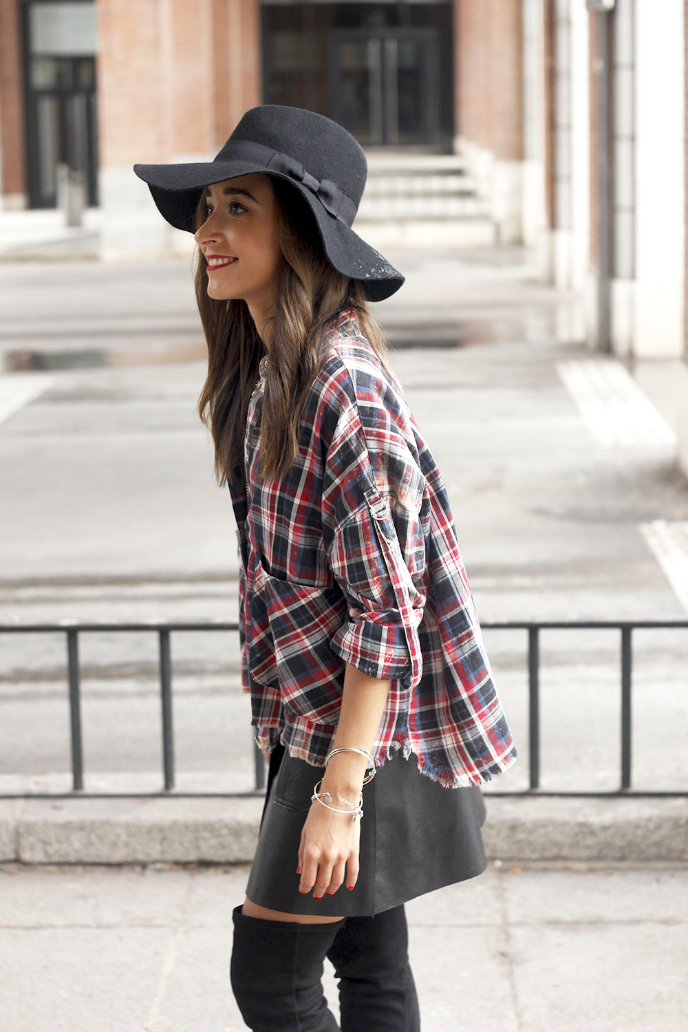 tartan shirt leather skirt over the knee boots accessories hat fashion outfit rainny day16