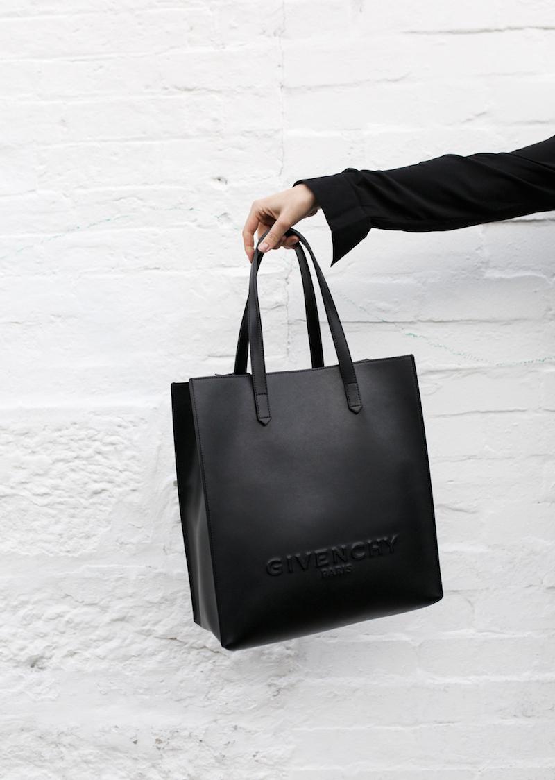 all black minimal outfit fashion blogger street style shirt dress Givenchy logo tote bag Celine sneakers modern legacy Karen Millen (16 of 16)
