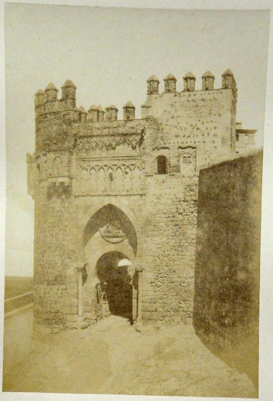 Puerta del Sol en Toledo en 1852. Fotografía de Felix Alexander Oppenheim © Museum für Islamische Kunst, Staatliche Museen zu Berlin